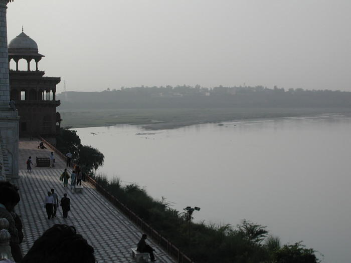 The river that crosses behind the Taj
